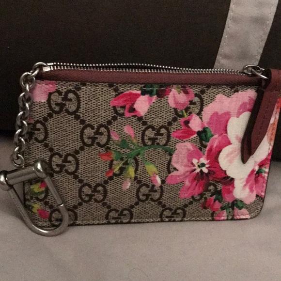 brand new 8c15e 893ec A special edition Gucci Blooms print key case